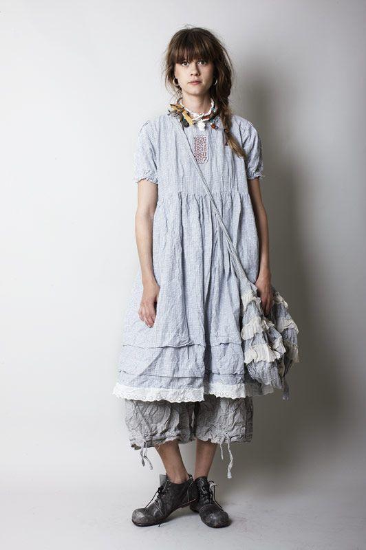 Die schwedische Mode – Firma Ewa i Walla ist in jeder Hinsicht bemerkenswert. Seit 1990 stellt Ewa i Walla Skandinavische Mode vor, die irgendwo zwischen Shabby Chic und Amish People liegt.