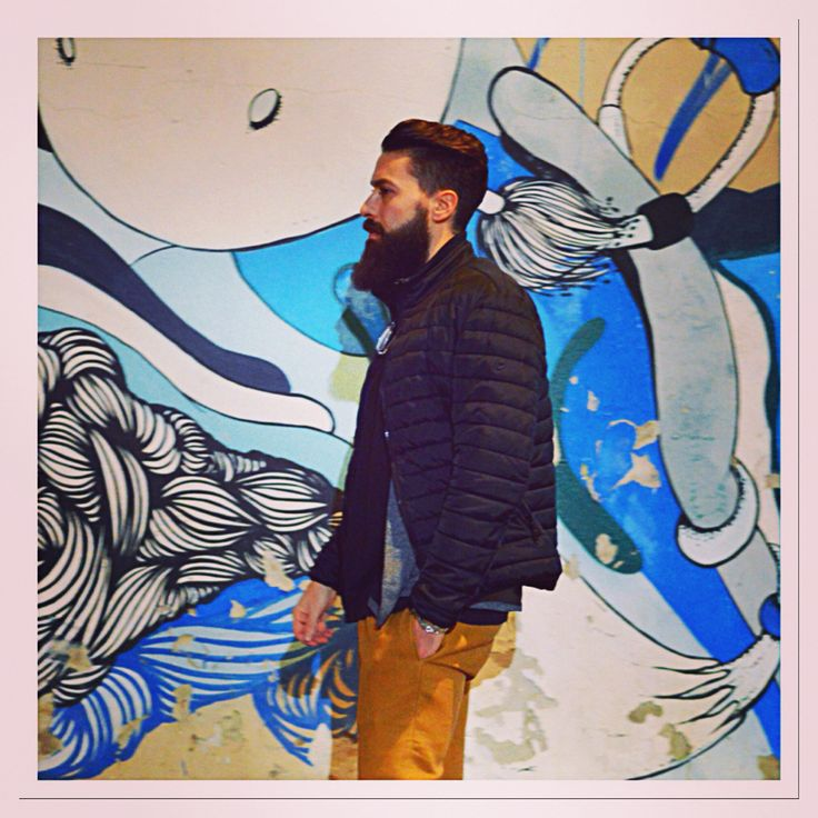 Colorful walls brightening this city ✨#Milan #aroundmydistrict #streetart #menstyle #beard #drinks #fashion #style #bearded #beardedmen #dailyfashion #bartender #city #view