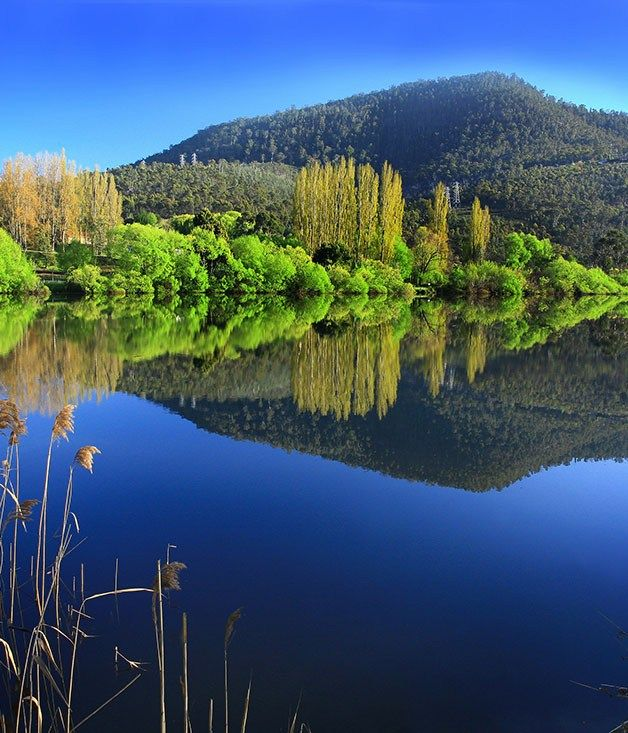 The Derwent Valley, just north of Hobart, is a step back in time to quiet country roads, stunning scenery and the relics of early settlement.