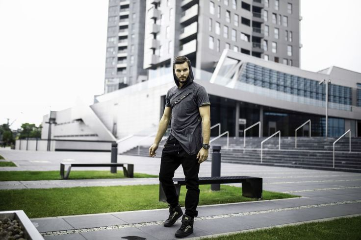 Bolf's expressive styling for demanding ones A T-shirt is surely unique. It has got a hood, raw cuts with camo inserts and an asymetrical bottom. The whole look is complemented with black joggers, comfy sneakers and a sports watch.
