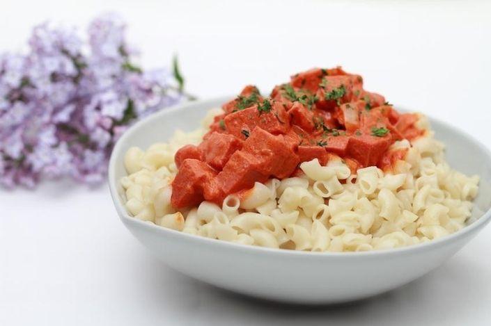 Korv Stroganoff Recipe - Sausage with tomato sauce and cream.