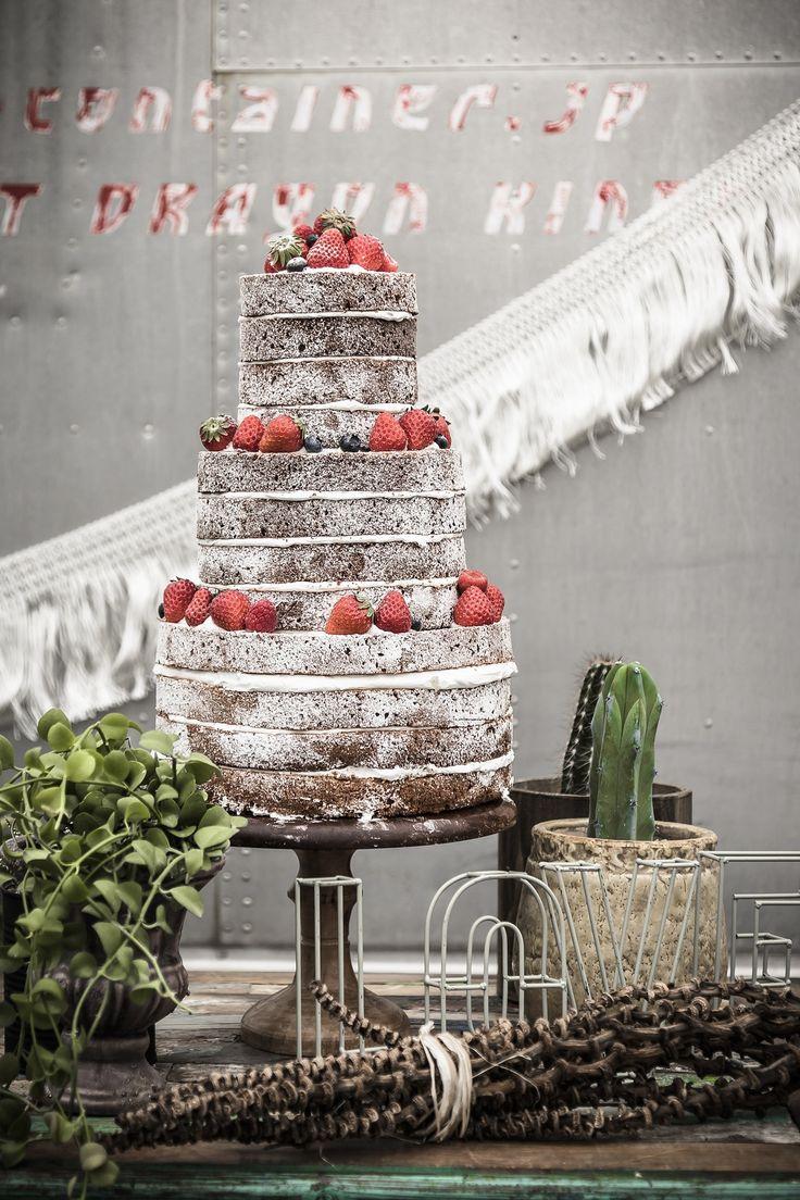 wedding Item cake#WEDDING #TRUNK #OneHeart #Cake#vintage
