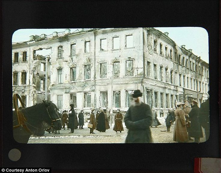 Фото времен революции 1917 г. Здание, поврежденное в ходе боев во время Гражданской войны.