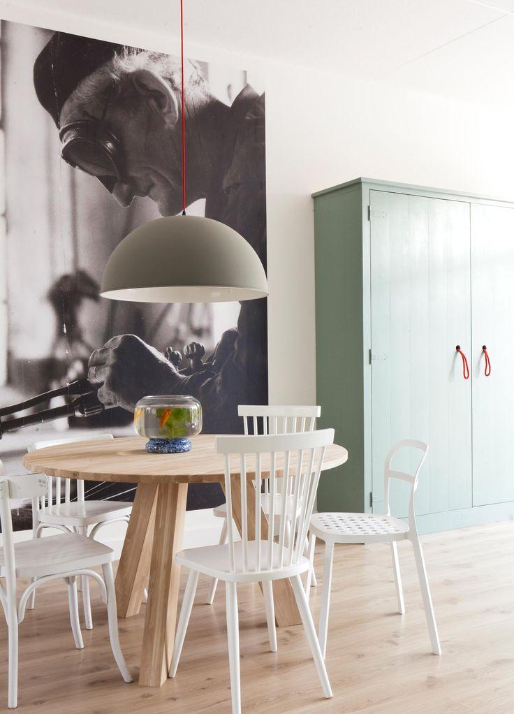 25 beste idee n over grote eettafels op pinterest tafel blad ontwerp tafelblad decoraties en - Kleur trendy restaurant ...
