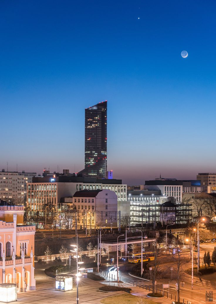 https://flic.kr/p/rhoit2 | Mars, Venus and skinny moon over city | Triple Conjunction of Venus, Mars and a thin crescent moon over nightscape of Wroclaw, Poland. http://www.facebook.com/MLFotArch