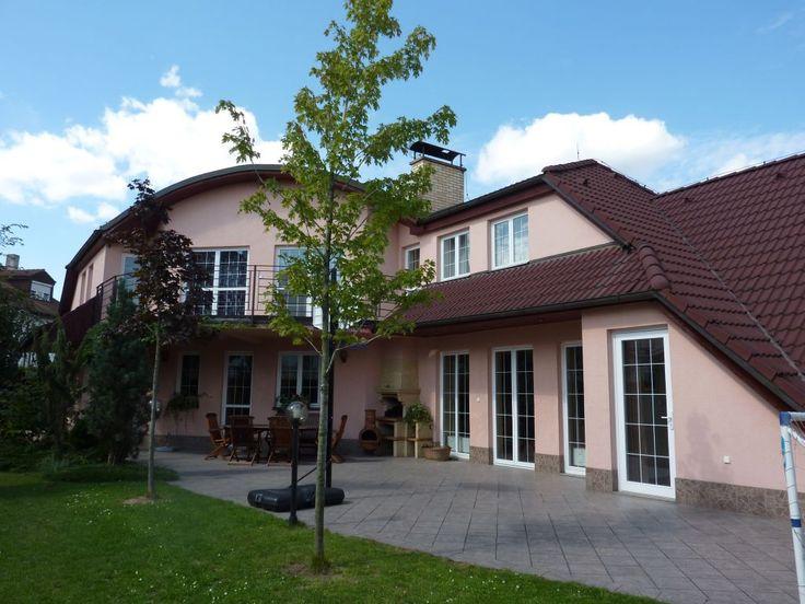Rodinná vila v Benicích, 420m2, vnitřní bazén, Praha 10.