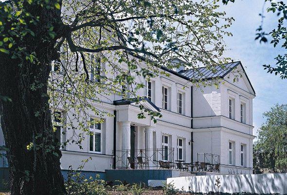 Palczew White Palace http://www.historichotelsofeurope.com/en/Hotels/palczew-white-palace.aspx