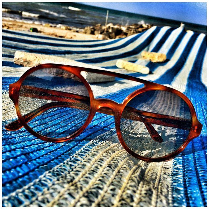 ROUND INTERACTION - Occhiali da sole tondi fatti a mano - Pollipò Sunglasses P600 in cognac acetate.