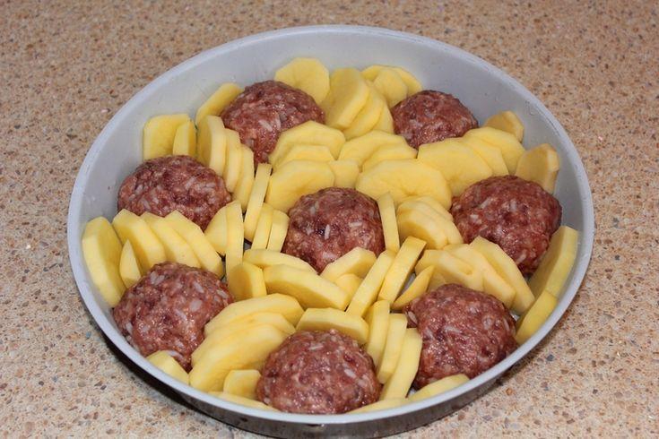 Тефтели запеченные с картофелем - Babyblog.ru