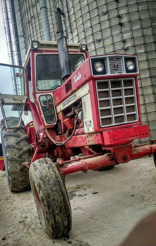 IH 1066 #internationalharvester #ih #tractor