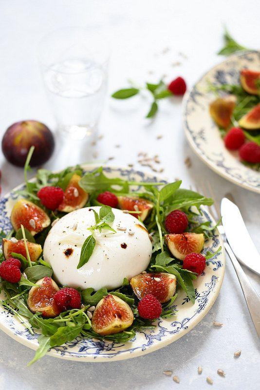 Un+dejeuner+de+soleil:+Salade+de+figues,+burrata+et+roquette