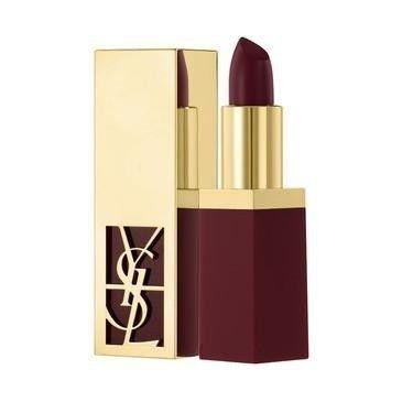La perfezione del make up YSL rende le tue labbra cool con questo rossetto bordeaux.