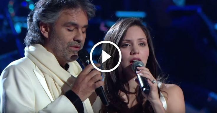 Amikor elkezdenek énekelni a közönség szinte ledermed! Ez a valódi zene, amely megérinti az emberek lelkét!