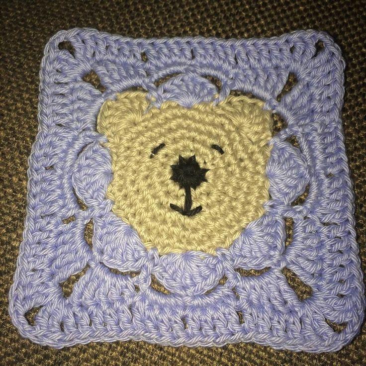 Prøvd ut nytt mønster til babyteppe  #lappeteppe #babyteppe #blanket #babyblanket #square #crochet #crocheting #crochetaddict #hekledilla #hekle #hekling #hekler #virka #hækle #hækling #heklingtilbaby #bamse #teddybear #grannysquare #crochetersofinstagram #babyboy #baby by stineskortoggodt