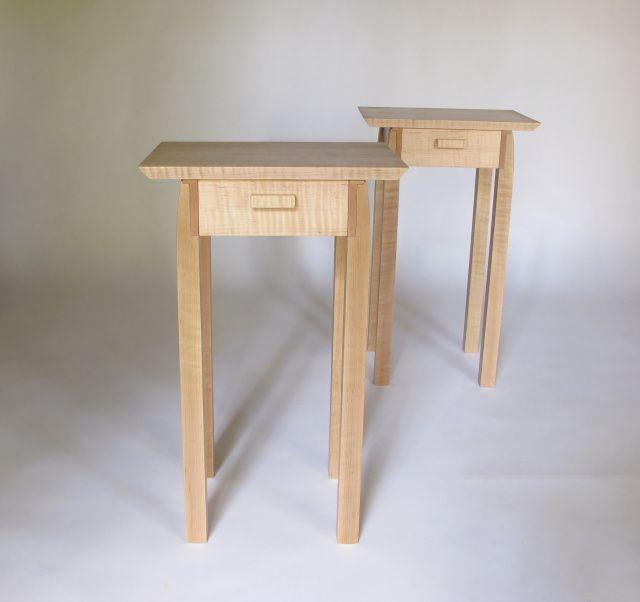 Die besten 17 ideen zu narrow bedside cabinets auf for Small narrow side table