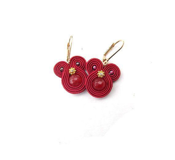 Böhmischer Wein rote Ohrringe - Boho Etno Soutache Ohrringe - Runde baumeln Ohrringe - handgefertigte Ohrringe mit Blume - handgemachte Geschenk für Sie