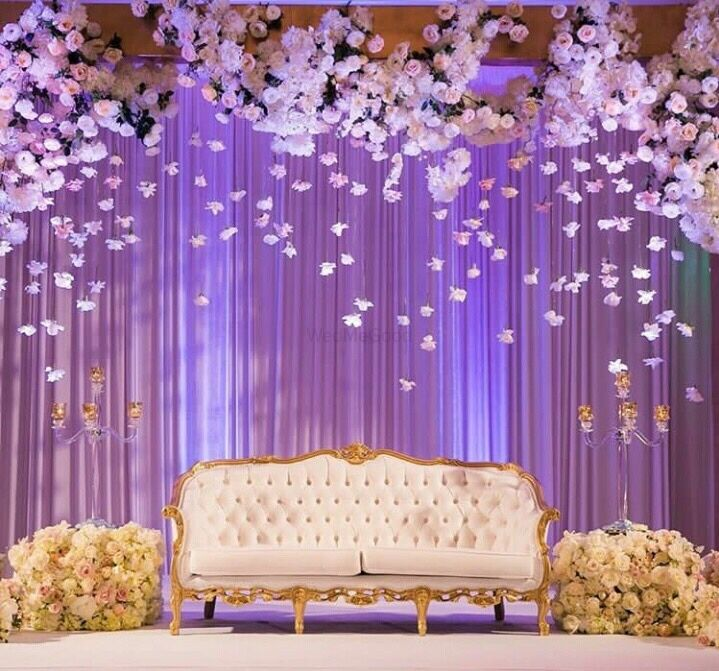 Elegant Wedding Reception Decoration: Elegant Stage Backdrop With Hanging Floral Strings In