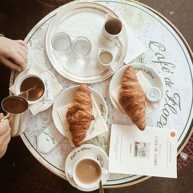 Happy Sunday! ⛅ In true Parisian style, we're kicking the day off with a café au lait and a croissant. ☕ What about you?   Thank you for this yummy shot @paris.with.me  #Parisjetaime #Paris #Parigi #巴黎 #パリ #파리 #باريس #Париж #פריז #visitParis #beautifuldestinations #igersparis #photooftheday #picoftheday #travel #France #visitFrance #goodday #travelgram #HappySunday #breakfast #cafédeFlore #Parisianstyle #Frenchfood