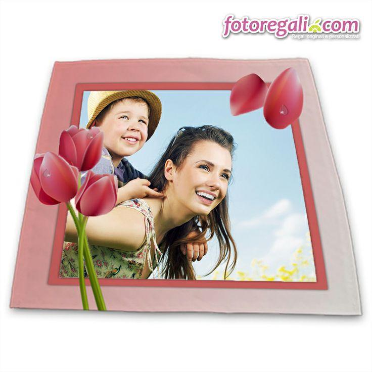 Colazione preparata con le tue mani e un centrotavola personalizzato con la vostra foto e grafiche.   Scopri qui tutti i formati disponibili:  http://www.fotoregali.com/tovaglia-centrotavola-personalizzato.aspx