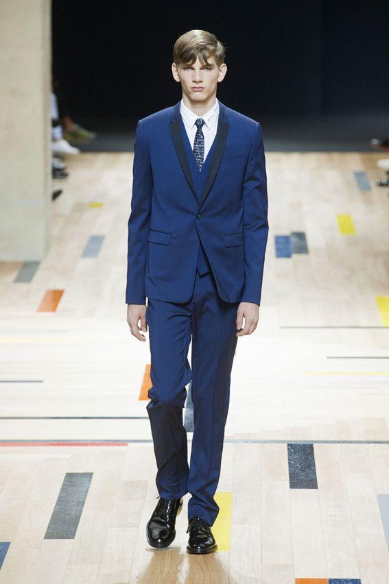 Mode à Paris S/S 2015 - Dior Homme See all fashion show at: http://www.bookmoda.com/?p=19767 #spring #summer #SS #catwalk #fashionshow #menswear #man #fashion #style #look #collection #paris #fashionweek #diorhomme @dior