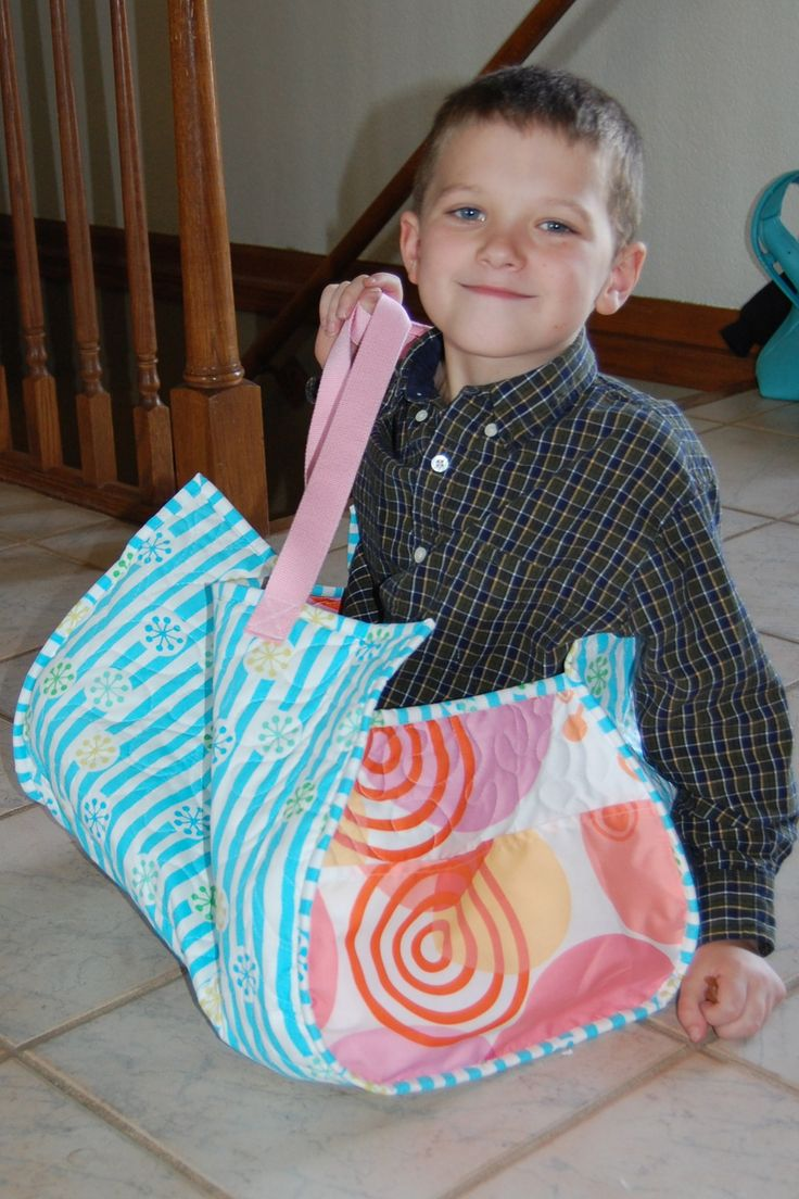 Grab your free Beach Bag pdf pattern from ReannaLily Designs. This large quilted and bound bag will hold everything at the pool or lake this summer!