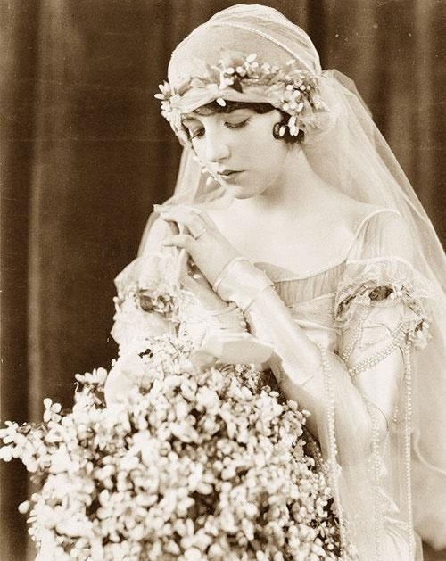 An amazing vintage wedding image circa 1929. Can you imagine what these big beautiful bouquets would cost today!