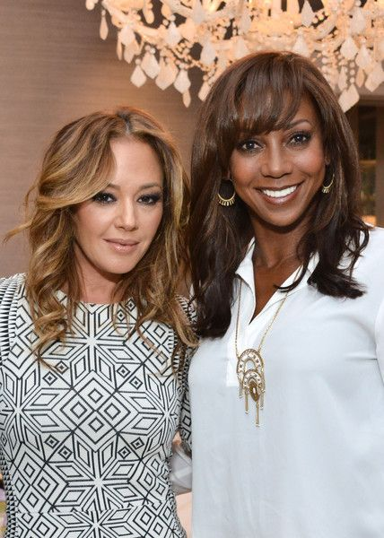 Leah Remini Photos - Leah Remini and Holly Robinson Peete attend the Stella & Dot Trunk Show to benefit The HollyRod Foundation on April 7, 2016 in Encino, California. - Stella & Dot Trunk Show To Benefit The HollyRod Foundation
