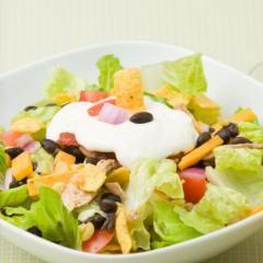 Nacho Salat (Mexikanischer Schichtsalat) vegetarisch DasKochrezept.de