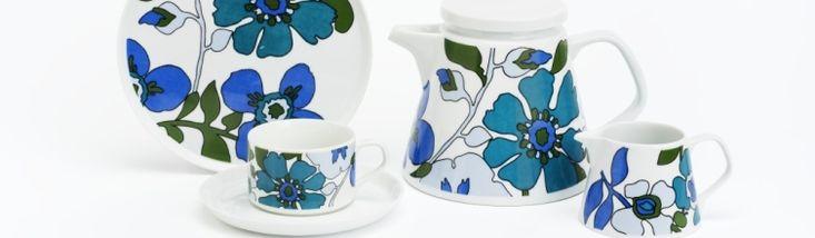 """Serviceteile """"Oslo"""", Entwurf Form: Liselotte Kantner (1963), Dekor: wohl 1970er Jahre; Ausführung: Melitta, Minden/Zweigwerk Rahling (Friesland); Porzellan, Blumen, floral"""