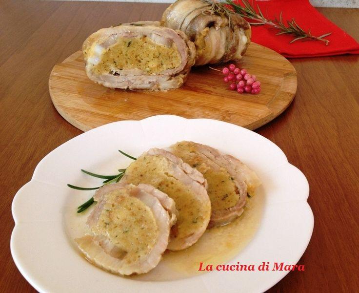 Utilizzate gli avanzi di pane per realizzare questi deliziosi saccottini di carne ripieni di pane. Saporiti tanto da poter diventare un piatto delle feste!