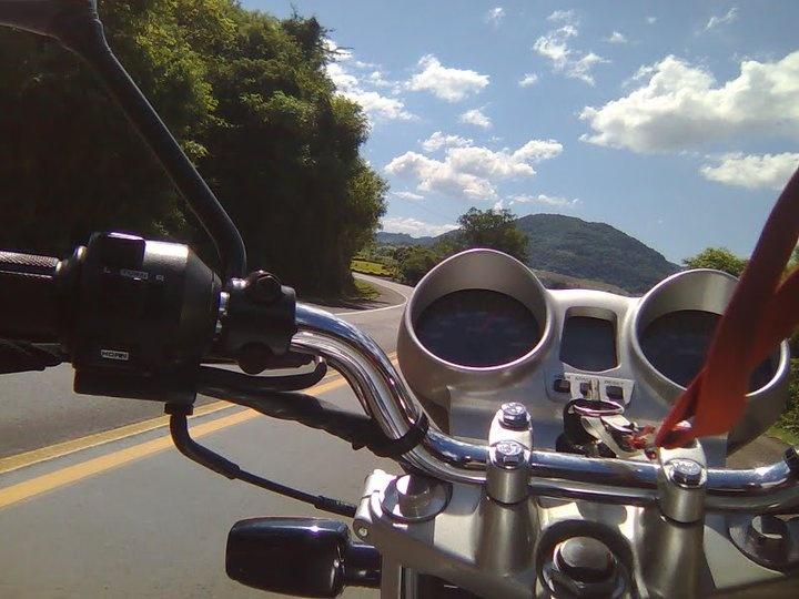 Subindo a serra de Santa Catarina, em direção a São Miguel do Oeste