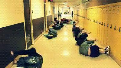 Quand le gymnase est pris et qu'on s'échauffe comme on peut en attendant