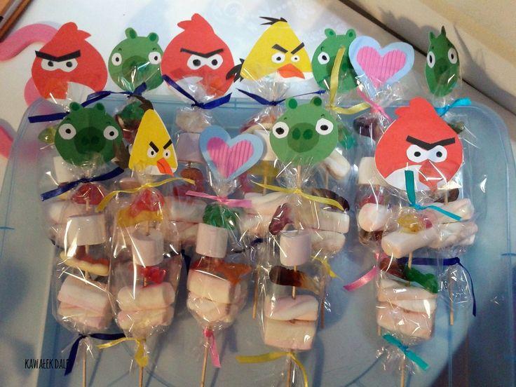Urodziny w szkole, kinder party. Tradycyjne cukierki kontra słodka niespodzianka.