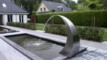 RVS fontein - RVS waterfonteinen - RVS waterornament Moet ik de RVS fonteinen in de winter binnen halen?  Roestvast staal is bij uitstek geschikt voor buitengebruik. Kenmerkend voor roestvast staal is de onderhoudsvrijheid en de slijtvastheid van het materiaal. Het weer en de seizoenen hebben geen invloed op het uiterlijk van het materiaal. U kunt onze producten dan ook gerust zomer en winter buiten laten staan.