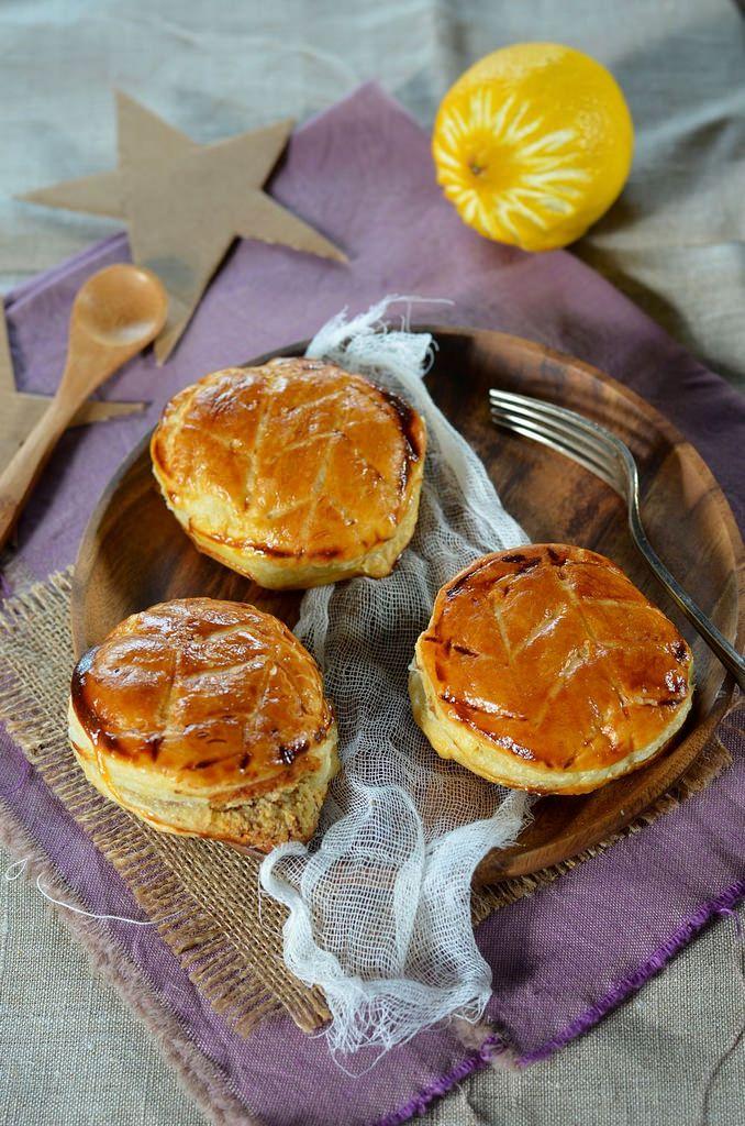 J'ai eu cette idée de mini galettes des rois aux zestes de citron quand j'ai vu la recette de Céline. J'ai aimé l'idée d'y mettre un agrume.