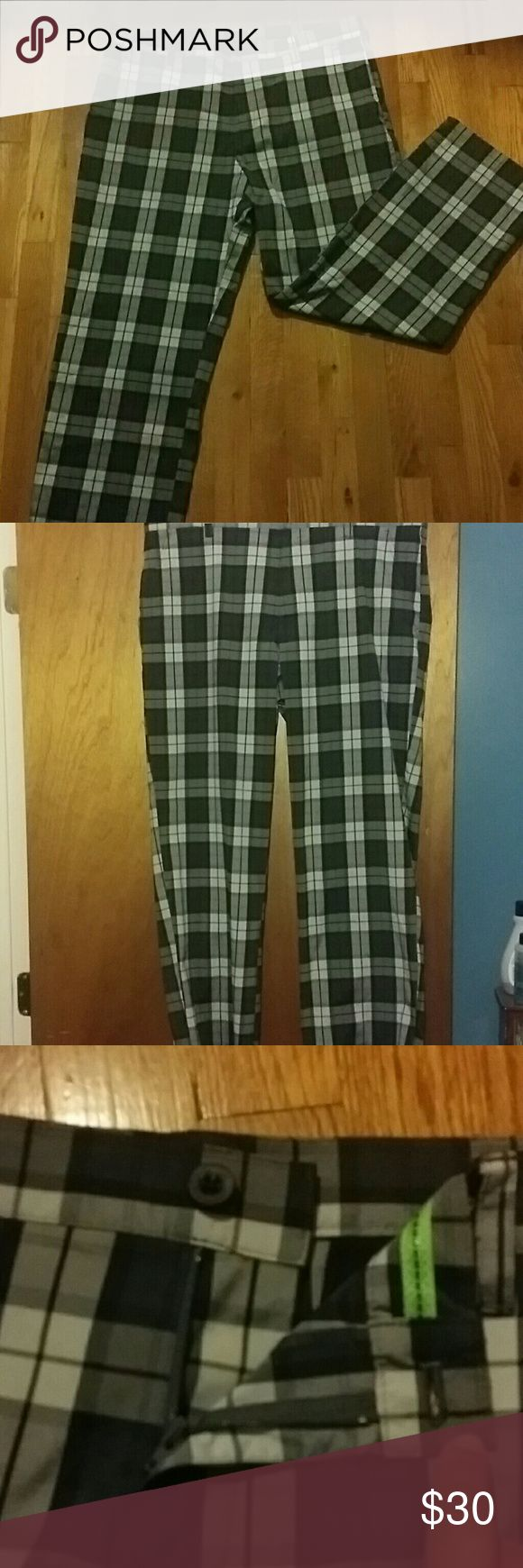 Men's Izod Golf Pants Perfect for your fall golf game!! Only worn a few times, still in excellent condition! No stains or rips. 38 waist, 30 length. Front zipper and button waist. Side pockets as well as two pockets in the back. 98% polyester, 2% spandex. Make me an offer! ⛳ Izod Pants