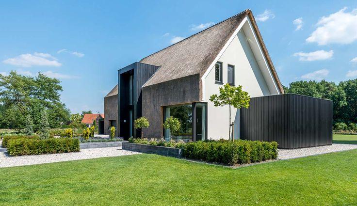 Woonhuis met rieten dak #architecture
