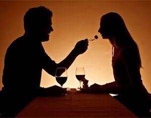 Buscando uma ideia inovadora e ousada para seu encontro romântico? Que tal um jantar às cegas?!