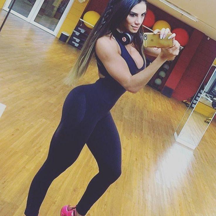 Fitness motiviation Saturday  Repost from @carolsaraivafitness  #fitnessaddict #gorgeous #beautygirls#ilove #xoxo #fitnessgirl #amomalhar#pretty #likeforfollow #followtrain #guapa #fitnessfreak #gymday #gymfood #beautifulwomen #shecute #fitnessmodel #leggings #yogapants #usa