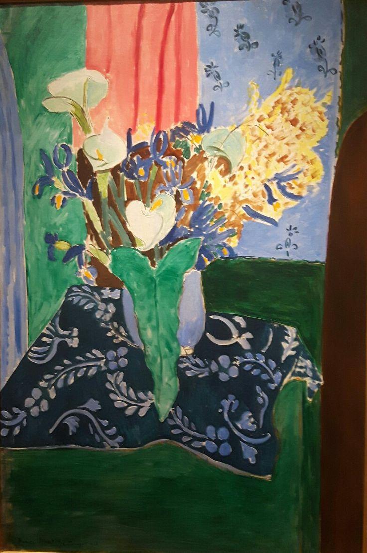 Fiori su vaso blu su tovaglia blu 1913 Museo Pushkin di Mosca.