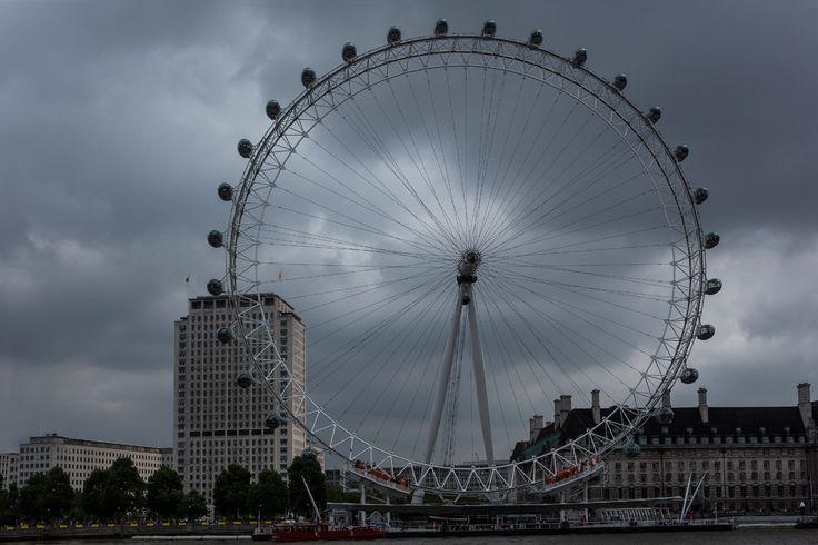Fay City Diaries' second destination: London Eye. http://www.fay.com/it/city-diaries/londra