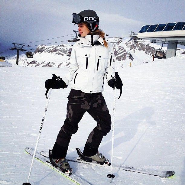 SKI. love the white jacket More