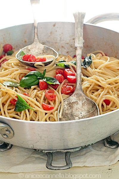 #Spaghetti with cherry tomatoes and fresh basil.