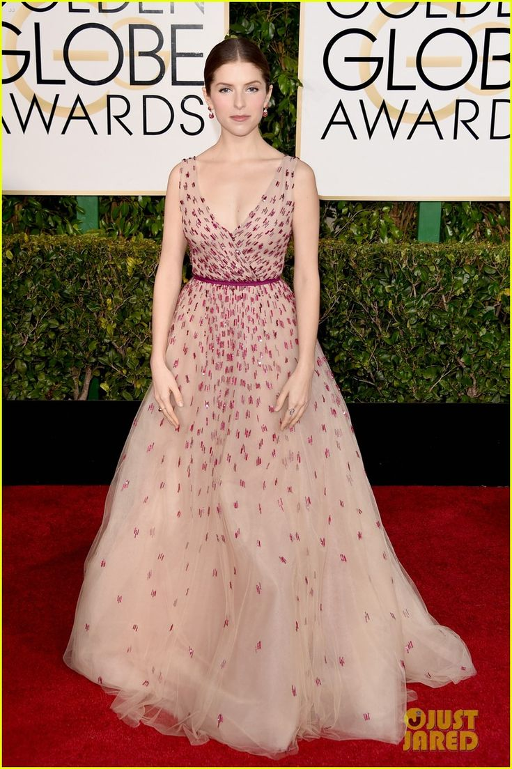 anna kendrick 2015 golden globes 01 Anna Kendrick makes a grand entrance for the at the 2015 Golden Globe Awards held at the Beverly Hilton Hotel on Sunday (January 11) in Beverly Hills, Calif.   …