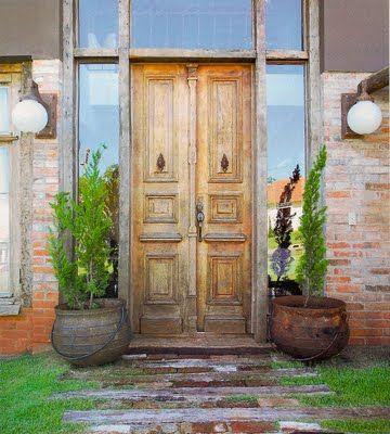 iluminação entrada de casa com porta antiga de demolição - Pesquisa do Google