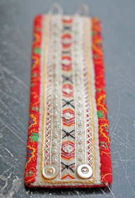 Ä I A Gart.: Textil Beautiful needlework on these bracelets