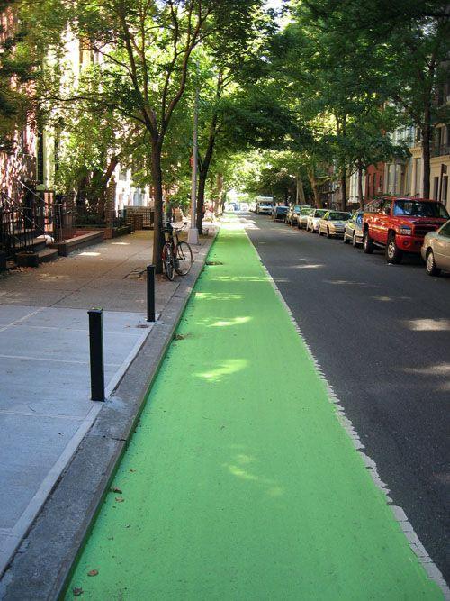 Do colored bike lanes make drivers more alert to cyclists? New York City experiments. Via NYC Bike Maps