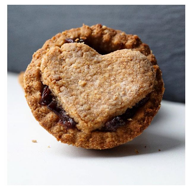 Healthy Mince Pies - HealthyJon #healthy #dessert #recipe #vegan #Christmas #pudding #tart