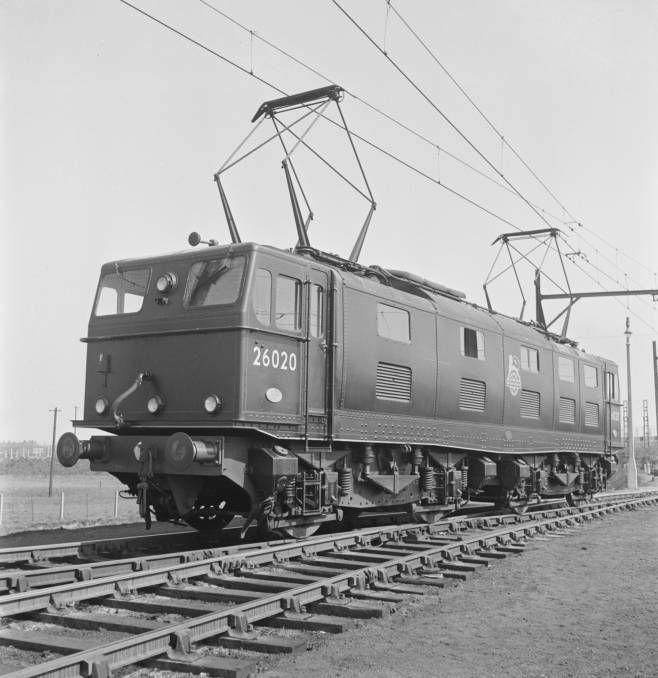 British 3rd rail peeing something