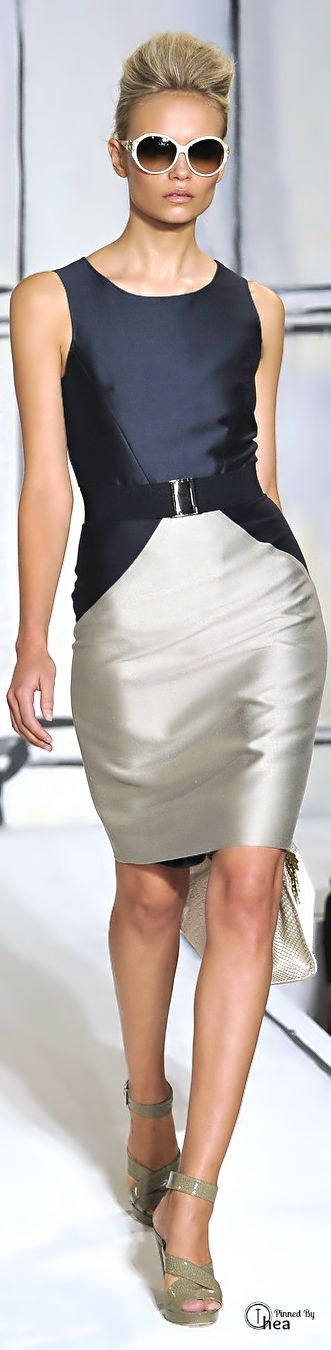 Oscar De La Renta- Via ~LadyLuxury~This one will turn heads- Stunning www.adealwithGodbook.com